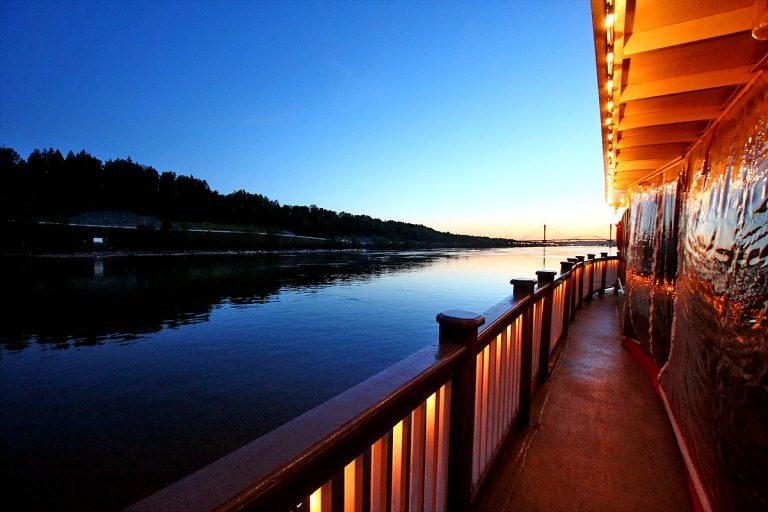 Paddlewheeler Riverboat Cruises - MV Native on the Fraser -