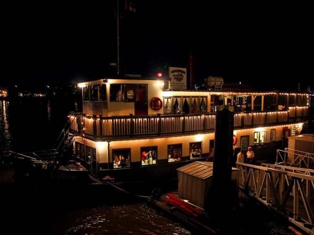 Sunset Dinner Riverboat Cruises on the Fraser, New West, Metro Van